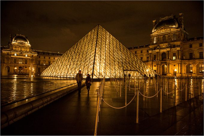 Romantic walk by lifearound - Paris Photo Contest