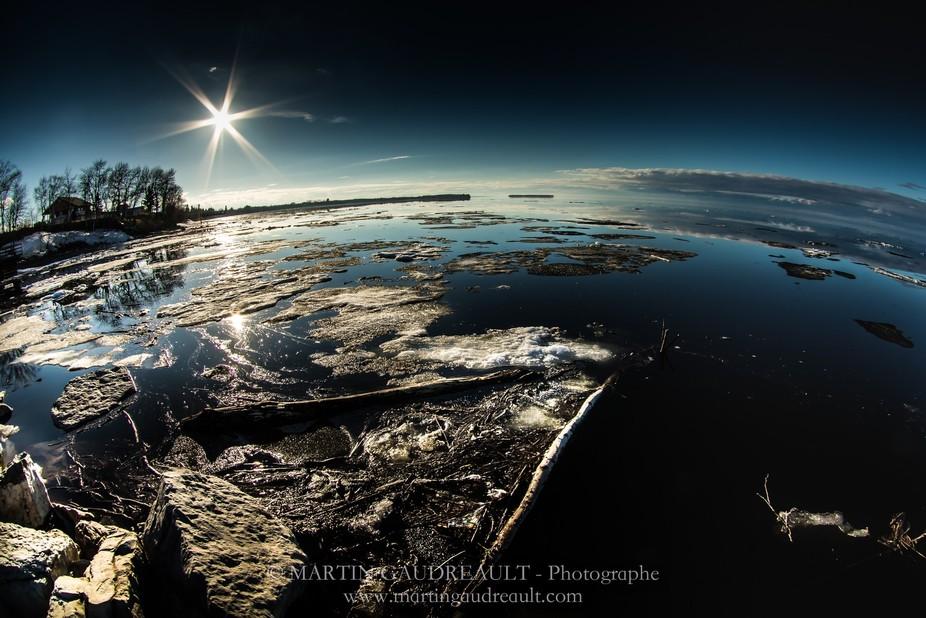 La fonte de la glace qui nous prépare au retour de l'été. The melting of the ice whic...