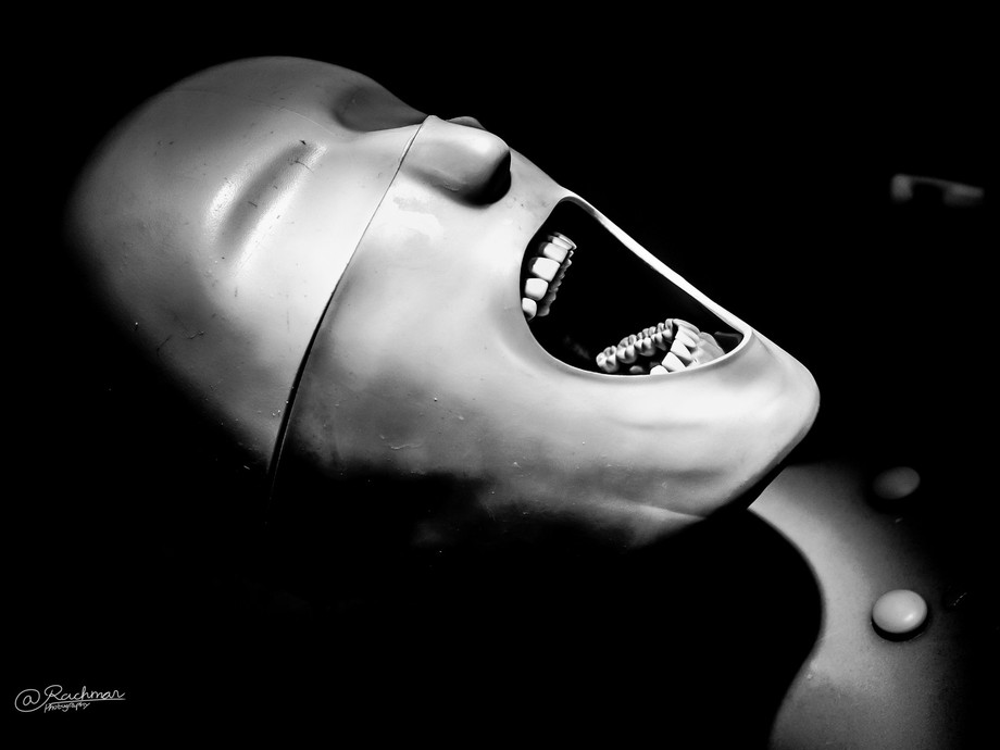 A dummy used by the dentistry student. Which is quite scary if I post-process the photo like this...