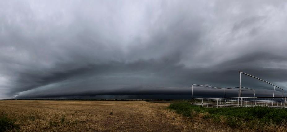 A photogenic shelf cloud develops near Wichita Falls, TX on May 19th 2017