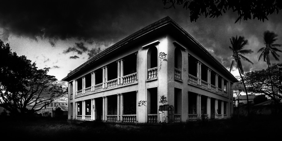 I found this old abandoned mansion in the heart of Saint Denis, Reunion Island, and just had to c...