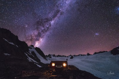 Almer Hut Milky Way