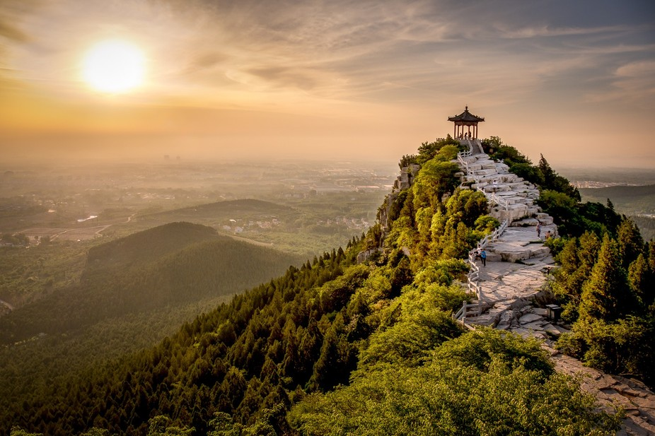 On my trip to the beautiful province Shandong in China we climbed a hill for making sunrise shoots.