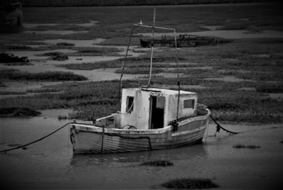 DSC_0307 Old abandoned boat.at the Old Harbour Barry