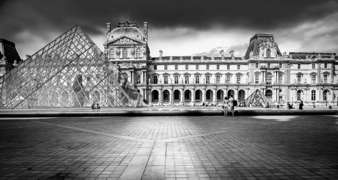 LE LOUVRE by Missklik - City Of Love Photo Contest