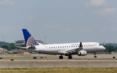 United Express Embraer ERJ-175LR(N106SY)