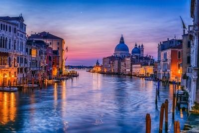 Before Venice Wakes