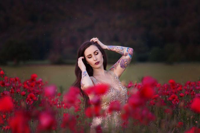 Mara LaFontaine Nude Photos 23