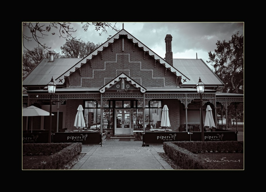 A beautiful old building that is now known as Piper's Restaurant sits on the edge of scenic Lake Wendouree at Ballarat on Victoria's Western District plateau.