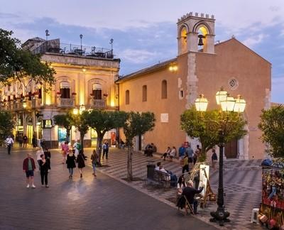Piazza lX Aprile, Taormina