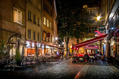 Outdoor dining in Old Lyon