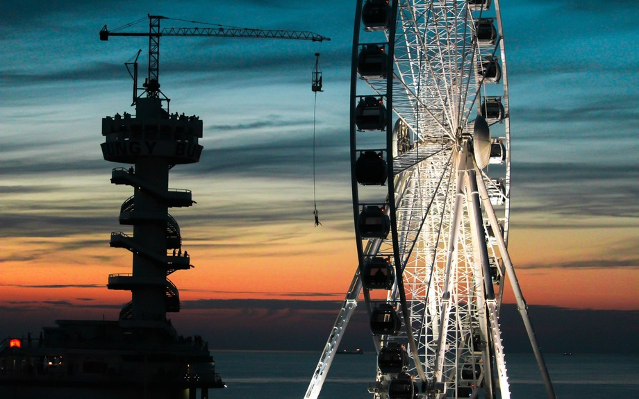 Bungee jumping next to the Ferris wheel. How cool is that?