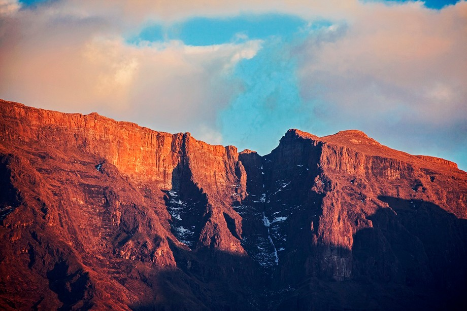 Your Majesty, The Drakensberg. This mountain range in South Africa is ridiculously beautiful all ...