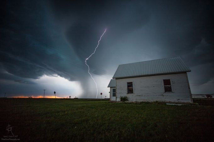 Nowhere to Run by aaronjgroen - Monthly Pro Vol 33 Photo Contest
