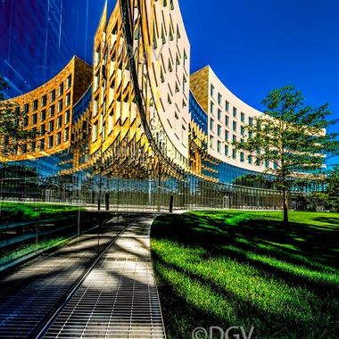 Reflection of building-in curved glass,Low Angle