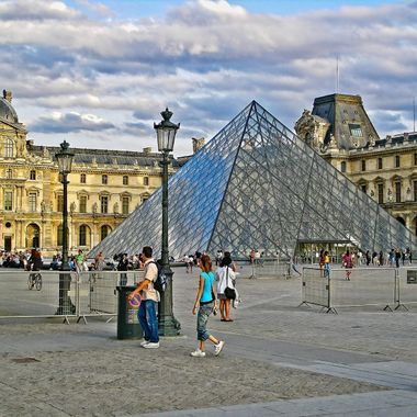 I took this photo when we went to the Louvre Museum in Paris, in the year 2009.