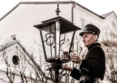 Оld lamplighter