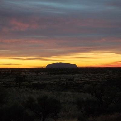 Sunrise at Uluru in the Uluru-Kata Tjuta National Park, Northern Territory, taken while on holiday in Australia.  #uluru #ulurukatatjutanationalpark #nationalpark #sunrise #ig_sunrise #sunriselovers #seeaustralia #australia #exploreuluru #northernterritor