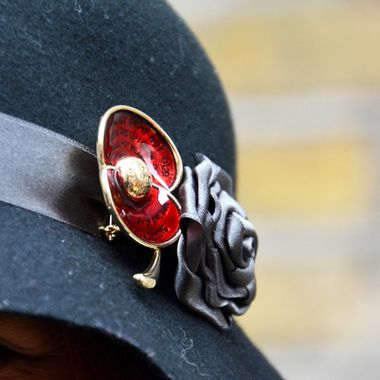 See if you can see the epitaph which is incorporated within this Poppy pin!