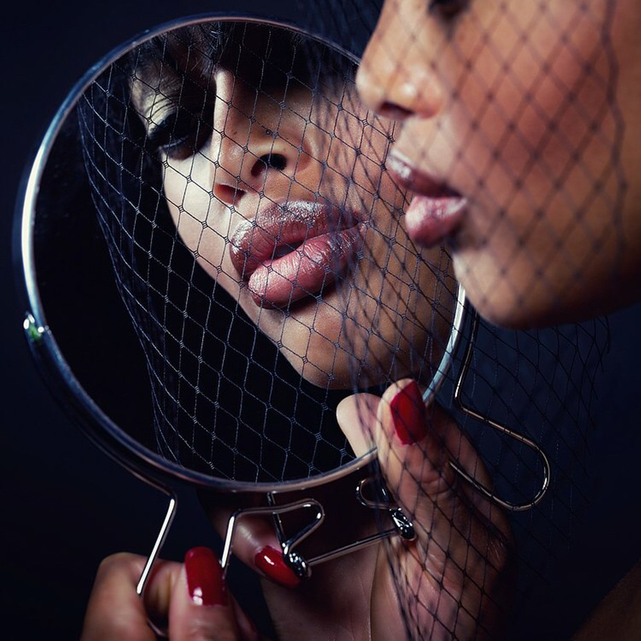 Mirrow by shaynaltoyaxaria - Showcase Lips Photo Contest