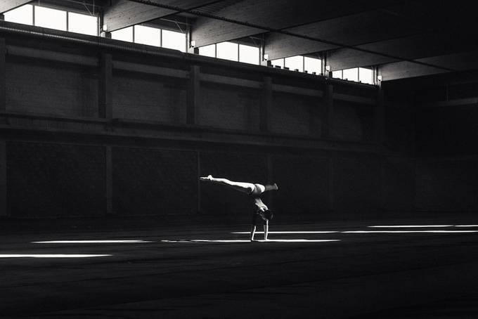 Dancing in the light by martinkrystynek