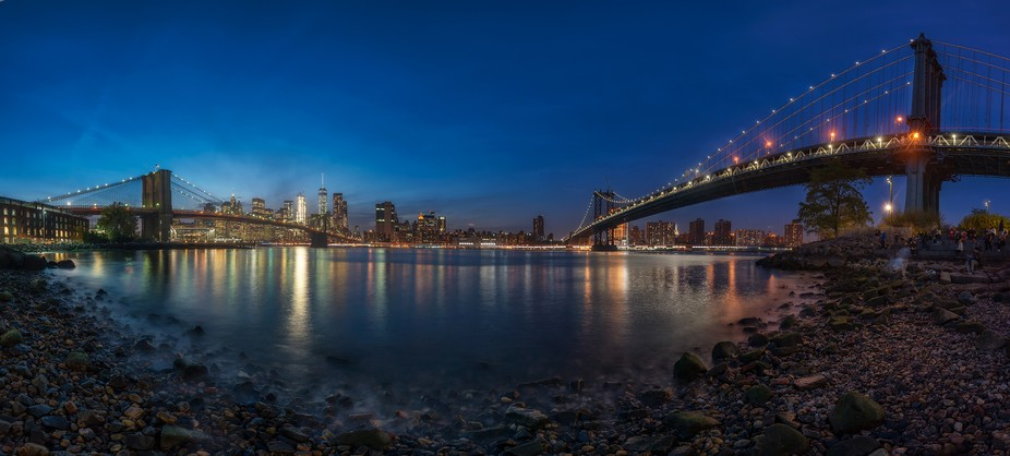 Panoramic pictures in the Jumbo beach between the two new York most famous bridges