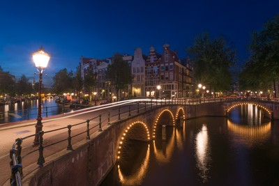 Keizersgracht: 4 bridges sparkle & light trails