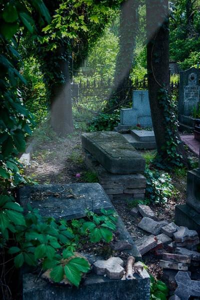 Moldova Graveyard 003