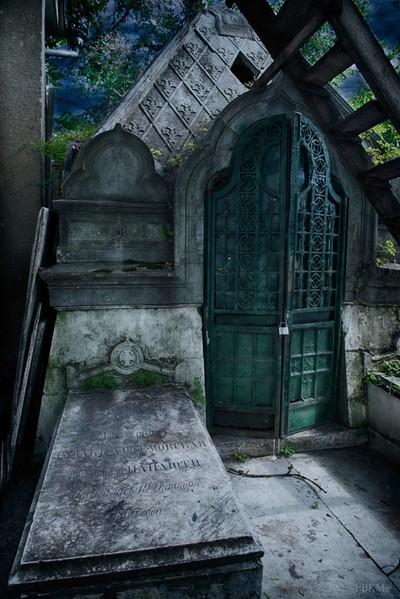 Moldova-Graveyard-002-PBKM17