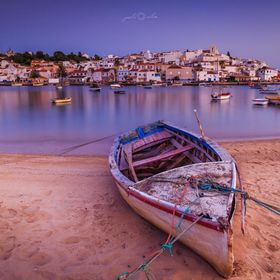 This is a beautiful fishing´s Village where wee can stay eating fresh fish after the sun goes down and taking photographs. The location is in Al...