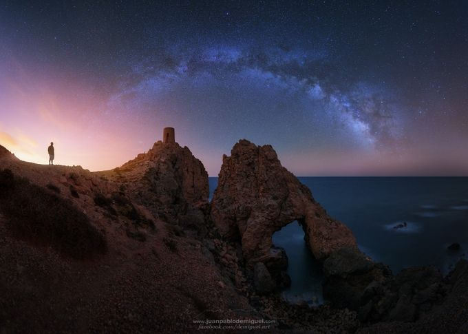 Mi padre, las torre, el arco y las estrellas.  by JuanPablo-deMiguel - The Milky Way Photo Contest