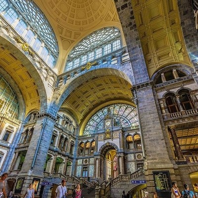 The Antwerp Central Station is one of the world's most impressive railway stations. Dubbed the 'Railway Cathedral', it is one of the main landmarks in Antwerp.. . . . .  #trainspotting #trainphotographics #rsa_theyards #railfans_of_instagra