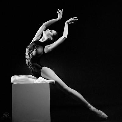 Shapes published in the July Body issue of @EllementsMagazine Photographers: @KirillBuryak, @Irina_Mikhina Model / Dancer: VikTory | @viktorymodel Retoucher: Дарья Загорная | @darya_dariart