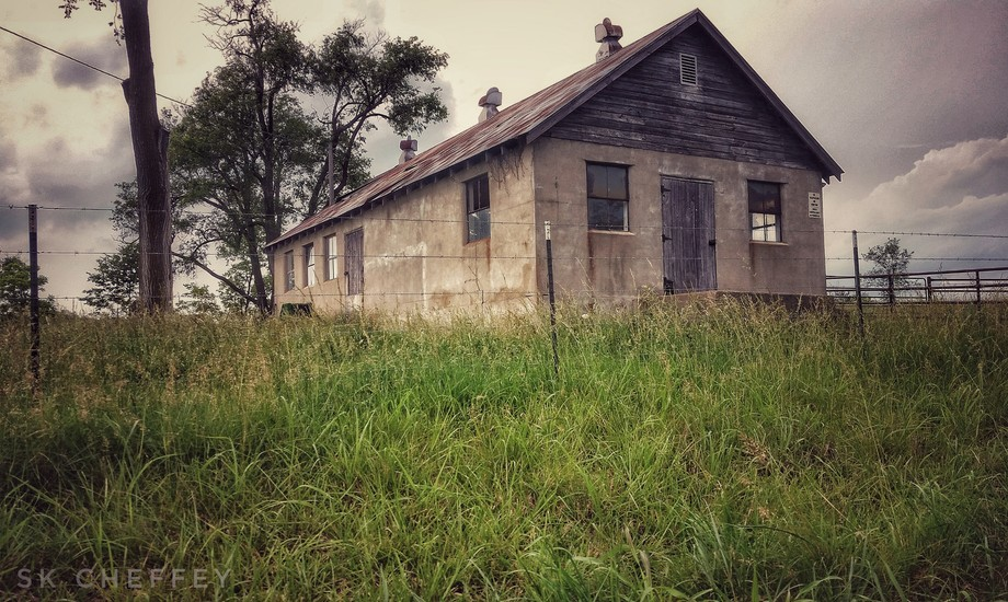 I found this really cool place in Battlefield Mo. This old building was on it. I thought it was c...