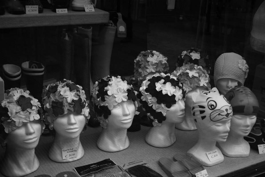 Walking around Milan I found this old shop with these beatiful bathing cap