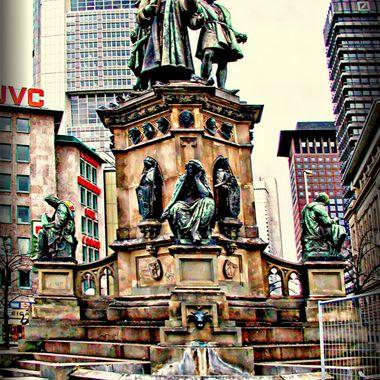 P1170069_pe               Monument Frankfurt.