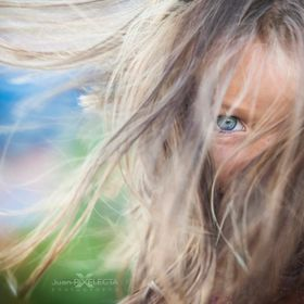 It is a portrait of Juan's daughter (an old friend). I wanted to take advantage of the wind to emphasize the look. .