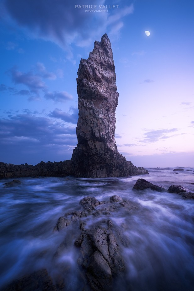 Dawn on the rock by patrice-vallet - The Ocean Photo Contest