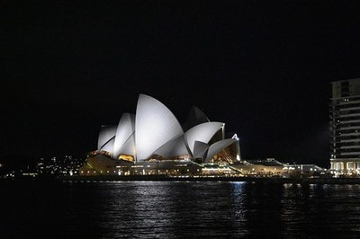You can't go to Sydney without a pic of this building ????  #nightportrait #nikond3400 #walkabout #greatcompany #clickclick #snaphappy #nikonphotography #amateurphotography #nightphotography #operahouse #sydney