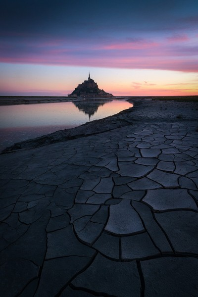 Pink sunrise in Mont Saint-Michel