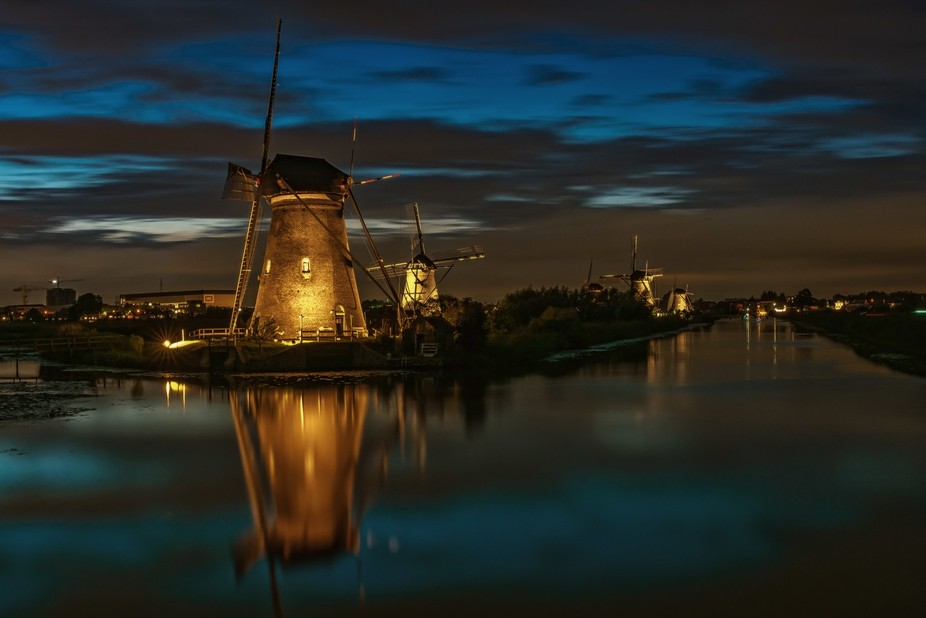 Once a year the windmills in Kinderdijk the Netherlands are in the floodlight. Is is an amzing vi...