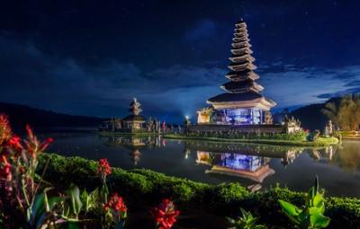Quiet Night at Bratan Temple