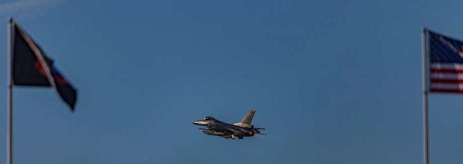jet firing the afterburner