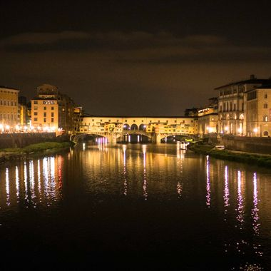 Florence/Firenze is one of my favorite cities and I love walking around the city at night and taking pictures.