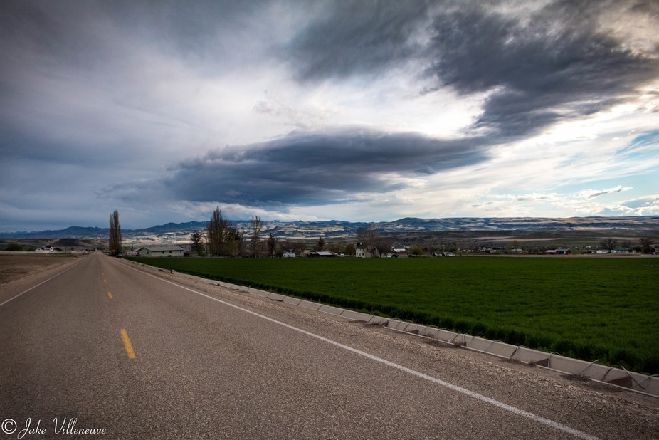 Driving to a location to a planned landscape shoot, and liked the view I saw here. Did some touch...
