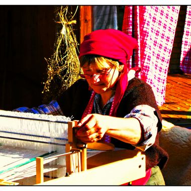 Lady doing some exhibition weaving.