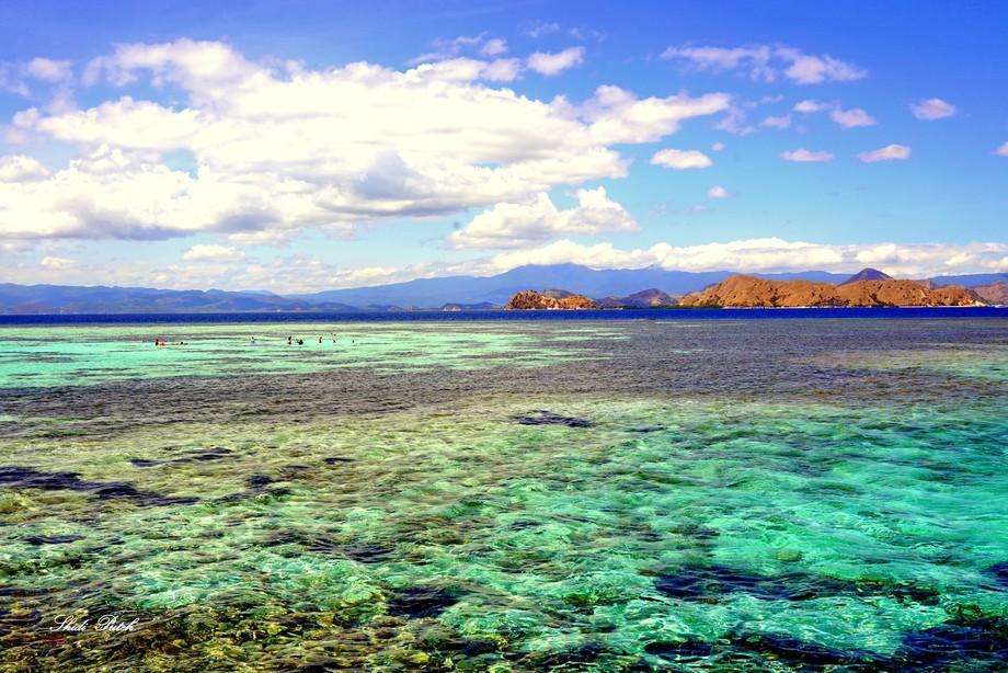 Mesmerizing colours of the sea at Kanawa Island, off Flores, Indonesia