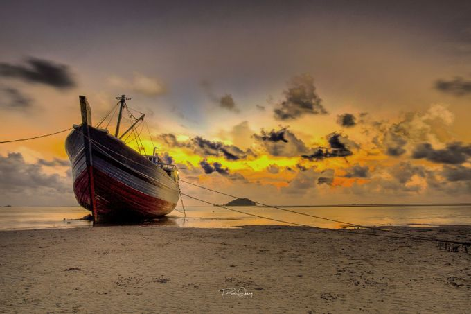 STRANDED by Ruslichang - Simply HDR Photo Contest