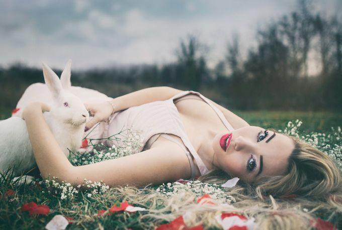 White Friends by fabiosozza - Showcase Lips Photo Contest