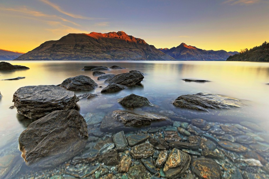 EVENING GLOW Queenstown New Zealand  Having Lake Wakatipu at your door step really gives you some...
